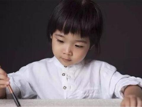 """9岁男孩写出""""印刷体"""",卷面整洁得老师都不忍扣分,网友怒赞"""