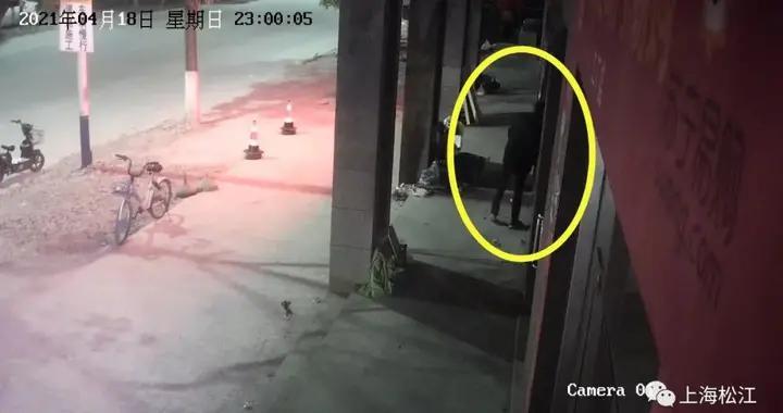 蟊贼破墙盗取保险箱内财物,没来得及销赃就被抓了