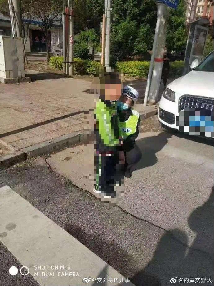 内黄:小男孩逃学 惊险跳车........