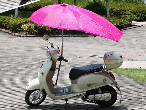 """夏季风吹日晒雨淋很""""遭罪"""",电动车不允许使用遮阳伞?是对是错"""