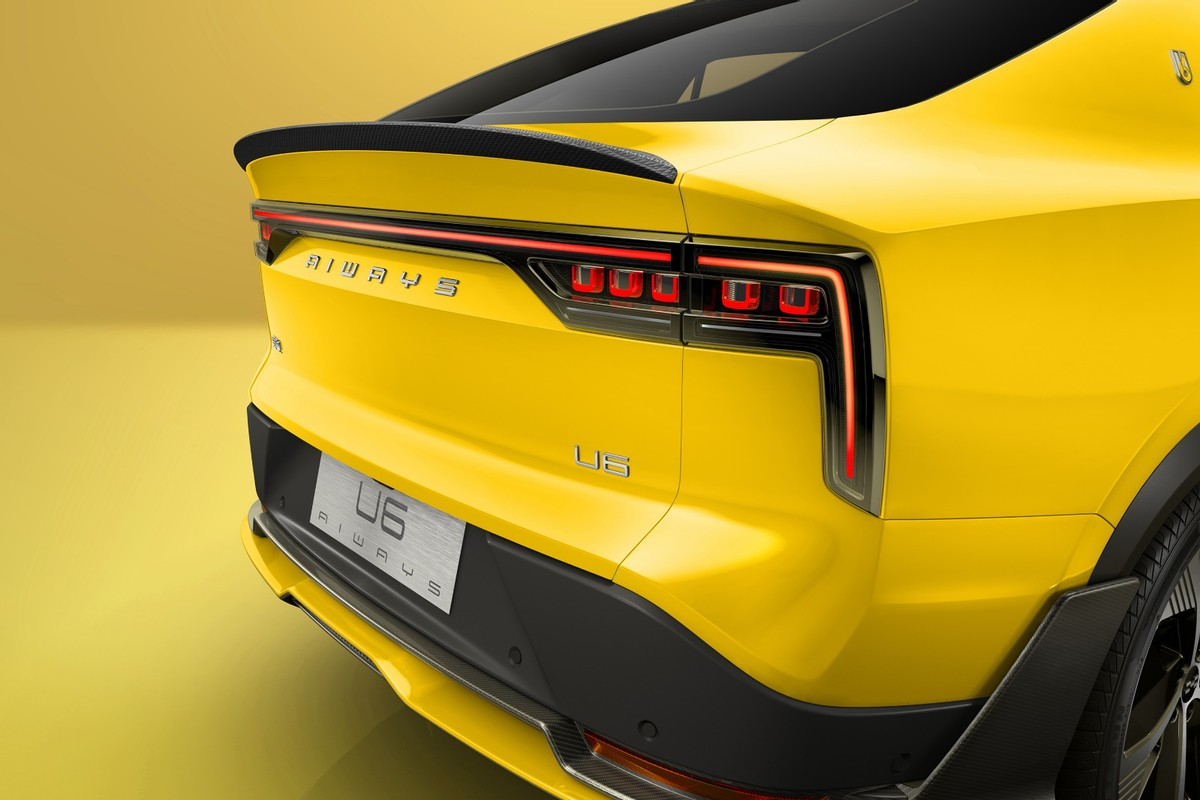 爱驰U6量产版官图发布 预计年内上市