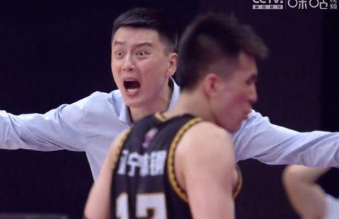 浙江男篮刘指导现身观众席,他的真实身份是辽篮球迷!