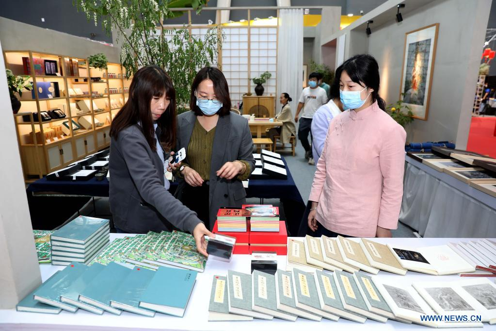 Visitors view goods during the 14th China Shijiazhuang (Zhengding) International Commodities Fair 2021 in Shijiazhuang, north China's Hebei Province, April 30, 2021. (Photo by Chen Qibao/Xinhua)