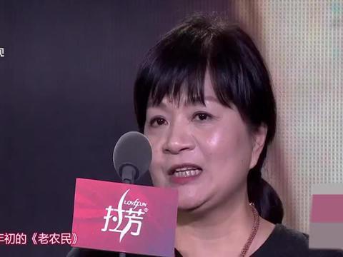 国剧盛典:王丽萍荣获最佳编剧奖!台上感谢胡歌:给了戏灵魂