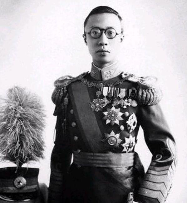 清朝皇室平时说满语还是汉语?溥仪:都不说,有种方言你听不懂
