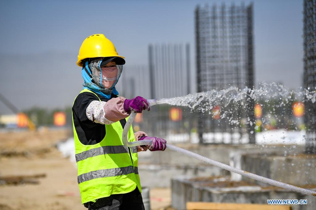 A worker is busy at the construction site of a smart factory in the economic and technological development zone in Yinchuan City, northwest China's Ningxia Hui Autonomous Region, May 1, 2021. People from various sectors stick to their posts during the Labor Day holiday. (Xinhua/Feng Kaihua)