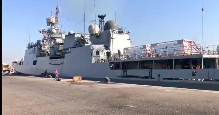 印度日感染人数破40万!海陆空军投入抗疫 海军出动战舰抢运氧气