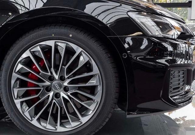2.0T混动引擎+四驱!顶配旅行奥迪A6实拍,炫酷外观比M5还帅气