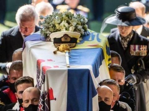 菲利普亲王被葬在圣乔治教堂,24年前,戴安娜被葬在湖中央的岛上