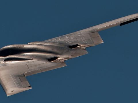 唯一一种的隐身战略轰炸机:B-2有多昂贵呢?每架造价为24亿!