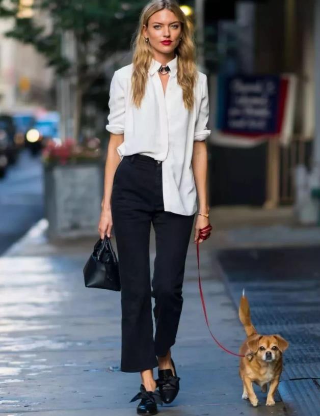 春天必不可少的通勤穿搭:白衬衫+西装裤,看似简单却优雅高级