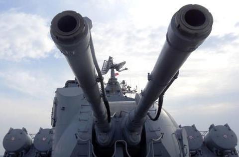 莫斯科号巡洋舰发射P-1000反舰导弹,警告美海岸巡逻舰驶向黑海