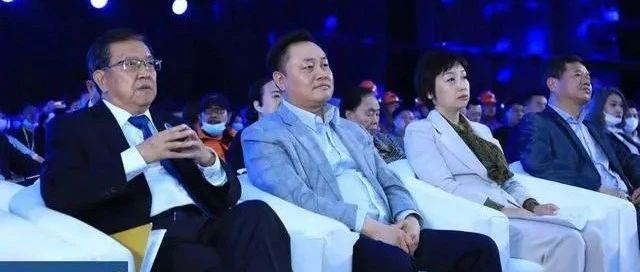 国美黄光裕杜鹃夫妇同台出席:一个3年5000亿新项目亮相