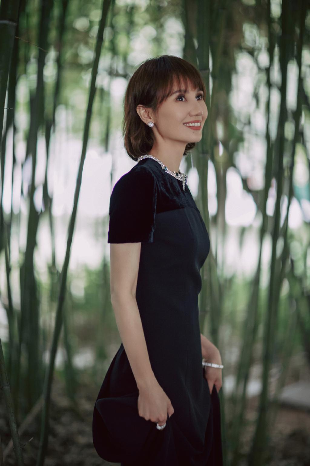 """袁泉换新发型""""火""""了!超短发搭配一身黑惊艳亮相,意外高级洋气"""