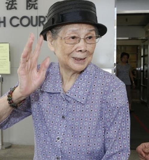 97岁梅艳芳妈妈心脏手术后再入院,梅妈称胃部疼痛难忍已无大碍