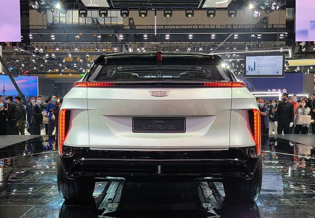 """凯迪拉克的""""转型之作"""",全新电动SUV发布,配33寸曲面大屏"""