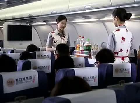 为何空姐们都不愿意吃免费的飞机餐?离职空姐无奈曝出背后的原因