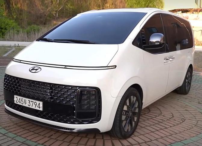 计划2021年下半年销售 现代全新MPV Staria实车图片