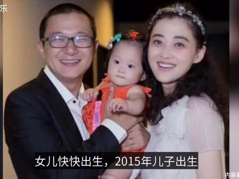 45岁梅婷庆生不见二婚老公,却曝光儿子正脸,女儿献吻超甜蜜