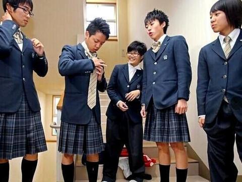 十六岁男生喜欢穿女装,打扮起来比女生还好看,女生看了也夸好看