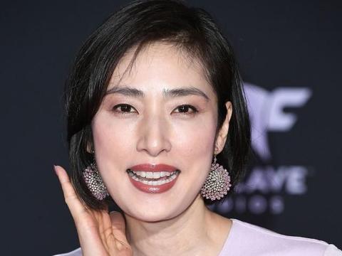 54岁天海祐希,状态佳身材好,让人羡慕:如何像她一样抗衰冻龄?