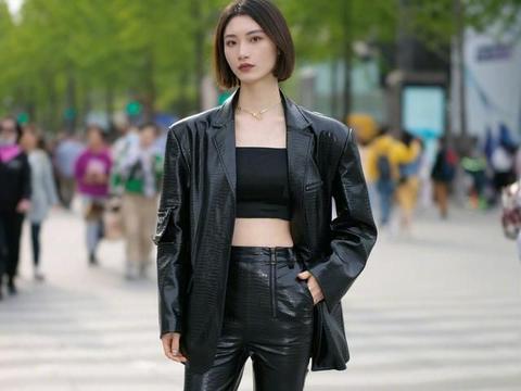 """适合初夏的""""小脚裤""""穿搭灵感:搭配这几款上衣,新潮时髦又显瘦"""