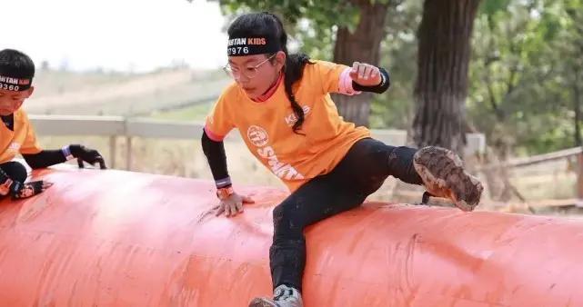 诺一跟霓娜参加障碍赛,刘烨晒照称名次不重要却骄傲曝女儿得第一