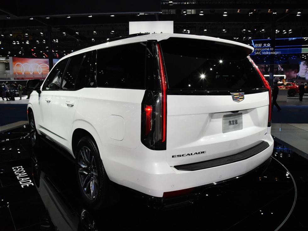 凯迪拉克最霸气SUV!气场不输库里南,坐满7人无压力,8缸+四驱