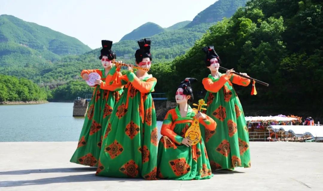 五一假期:唐宫夜宴、敦煌飞天、红歌快闪引爆九峰山