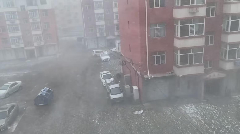 内蒙古突然下雪,寒潮又要来了?分析:不可能,但南方有危险天气