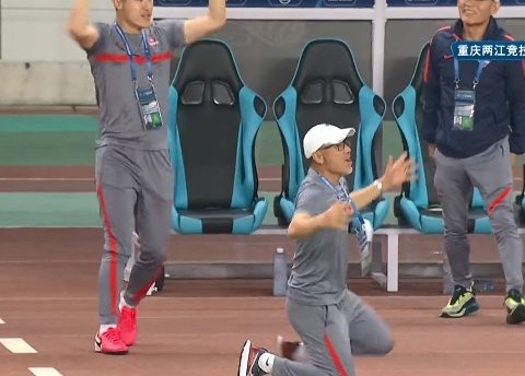 中超神剧情!2比0到2比2,4分钟两球+世界波对攻,韩国人跪地庆祝