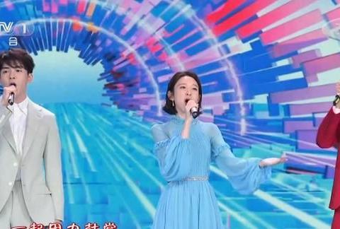五四晚会,龚俊唐艺昕曾舜晞演唱《把未来点亮》,俊男美女好养眼