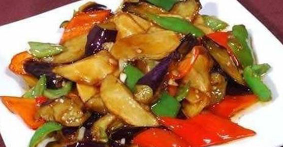 美食:地三鲜、清炒荷兰豆、虎皮椒炒肥牛、冬瓜烧排骨的做法