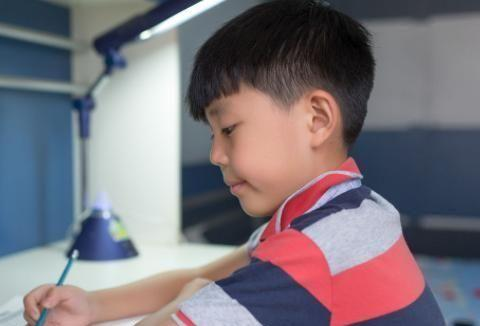 提倡减少学生家庭作业,为什么家长们还带孩子去课外补习班上课?
