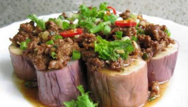 美食:酱爆西葫,麻辣干锅小土豆,肉末蒸茄子,孜然香棒骨