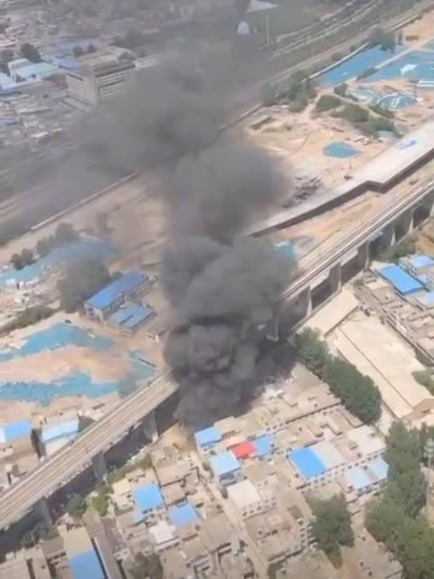 徐兰高铁河南段沿线一建筑物着火,部分列车晚点