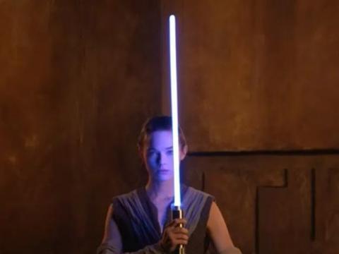 迪士尼展示一款仅有剑柄,但可实际点亮光柱般剑身的光剑配件