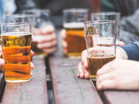 一名都柏林政客呼吁对青少年实行宵禁,并将饮酒年龄提高到20岁
