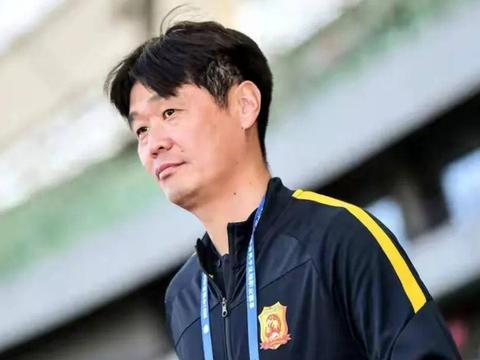 武汉足球队遭遇中超开赛后三轮不胜,李霄鹏指导的压力逐渐增大