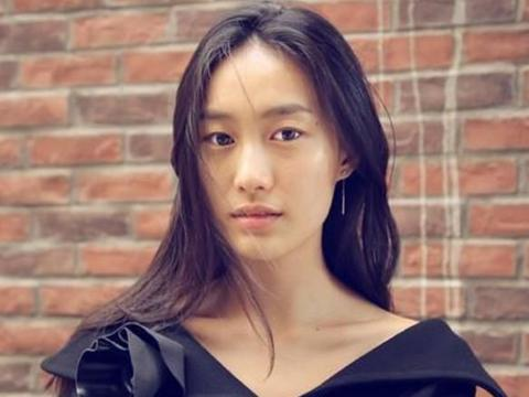 她曾当过名模,23岁时成为华谊老板娘,5年后为陈冠希未婚生子
