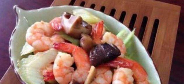 美食:番茄牛肉炖土豆,照烧杏鲍菇,醋香砂锅鸡,香菇炒虾仁