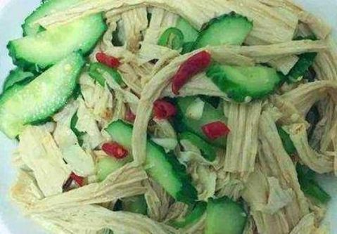 美食:柠檬溜鸡片,黄瓜拌腐竹,辣椒炒红薯梗,豆干炒肉丝