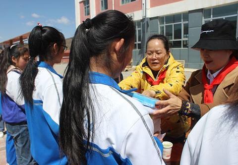 郭生芳义工团队:大山里来了几位爱心妈妈 用爱陪伴留守儿童