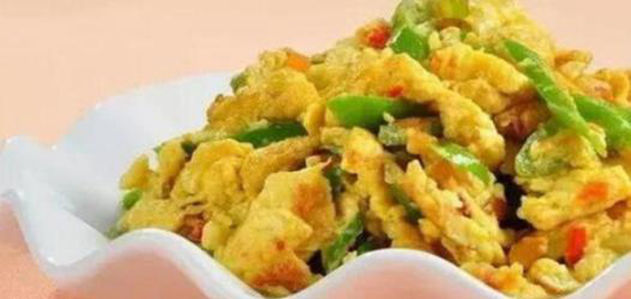 美食:酿豆腐,木耳烧肥肠,泡椒带鱼,青椒炒鸡蛋的做法