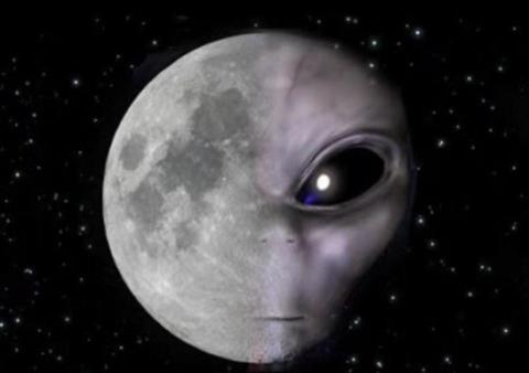 """月球上真有外星基地?嫦娥四号发现一块""""石碑"""",专家称不寻常"""