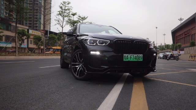 视频:BMW X5插电版,百万级插电混动SUV,有钱人买它究竟图个啥?