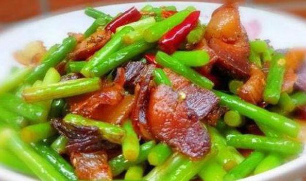 美食推荐:蒜薹小炒鸡杂,素烧南瓜,青椒肚条,腊肉炒蒜苔的做法