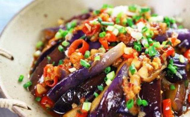 美食推荐:青椒腊肉,回锅萝卜,火烧辣椒,香菇烧鸭肉的做法