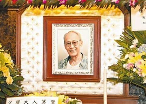 黄树棠昨设灵 刘德华、成龙、古天乐送花圈悼念