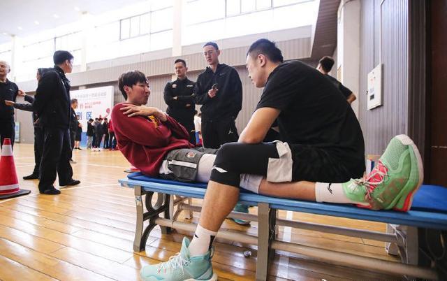 辽宁男篮全运会体测,韩德君上阵,郭艾伦失踪人口,周琦拒绝耐克